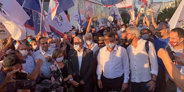 Акинджи присоединился к Маршу мира и демократии